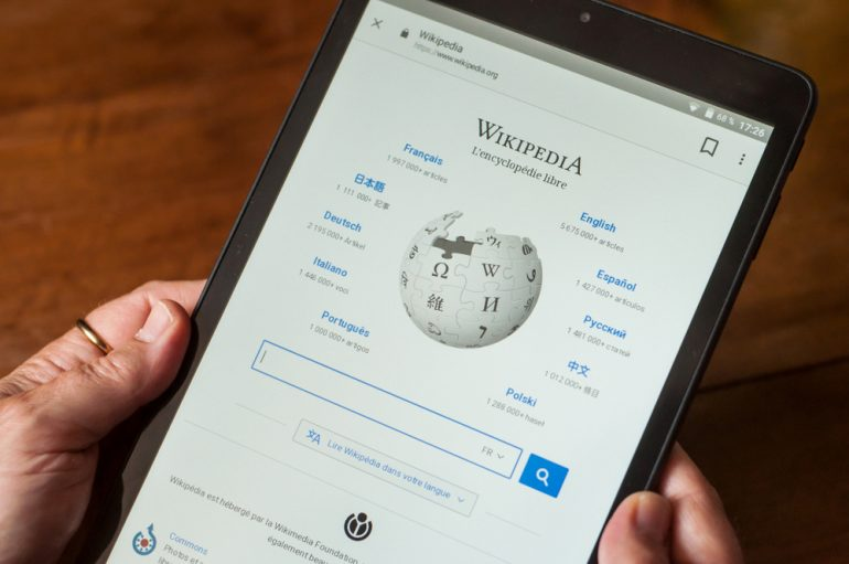 Wikipedia in a tablet device